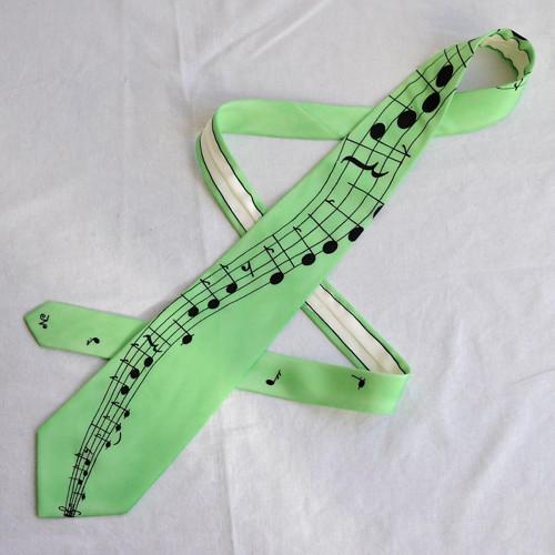 Sv.zelená kravata s černou notovou osnovou a notam