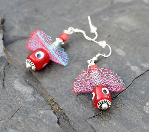 Stříbrné naušnice-červený a modrý korálek E0079R