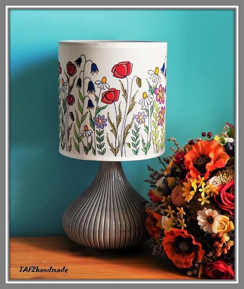 Lampa s lúčnymi kvetmi