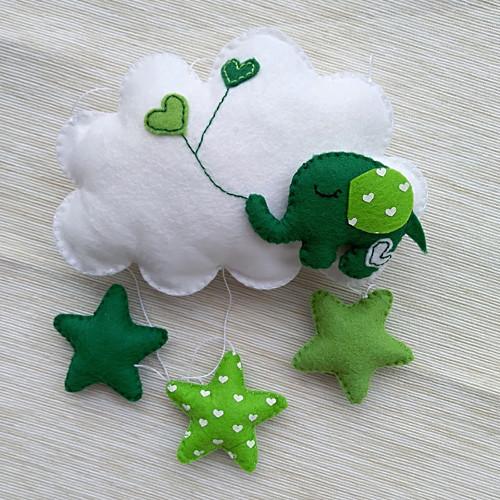 Slon na mráčku zelený