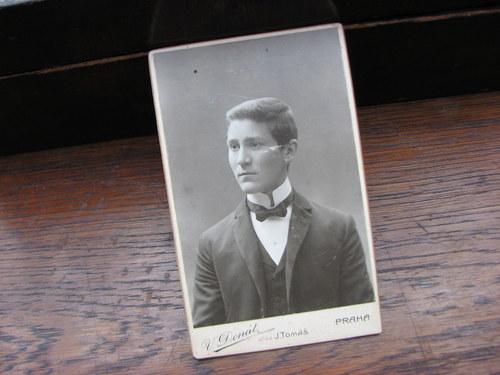 Mladík ...stará kabinetní fotografie