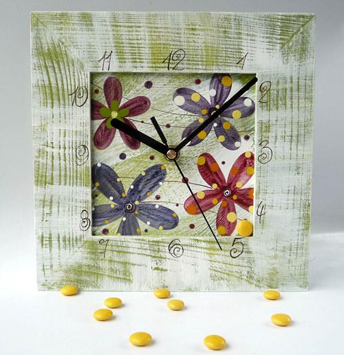 hodiny s velkou kukačkou - zelené s květy