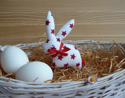 Zajíček  bíločervené hvězdičky, červená mašle