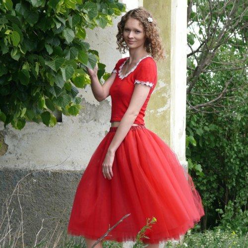 Červená tylová sukně