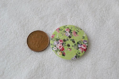 dřevěný knoflík kytičky průměr 4 cm