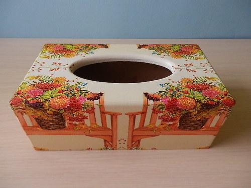 Krabička na kapesníky Zátiší s lavičkou