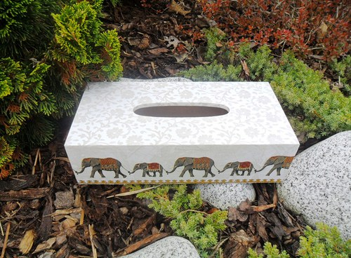 """Krabička na kapesníky \""""Pochod slonů\"""""""