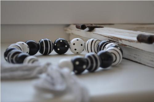 Hra puntíků a pruhů v Black and White No.I