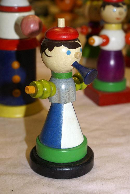 Dřevěná a malovaná recy-hračka