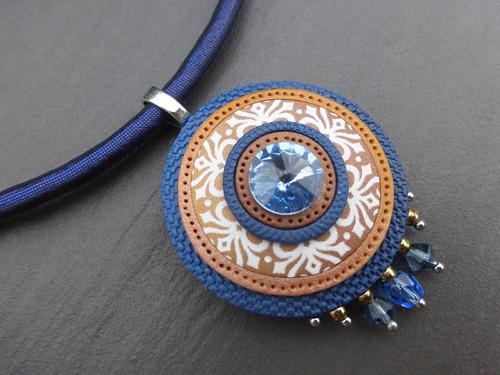 Přívěsek modrohnědý