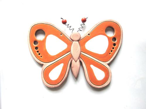 keramický motýl na zeď