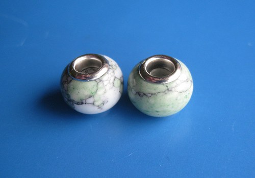 Korálky - 2ks,zelenobílá imi kamen