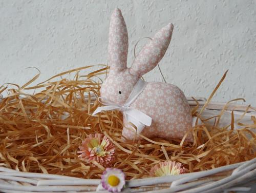Zajíček - meruňkový s kytičkami