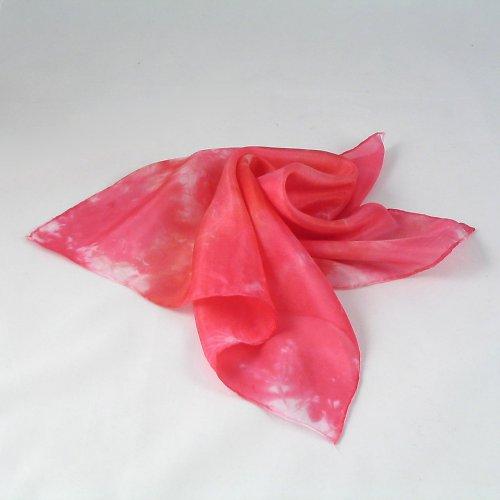 Batikovaný červený šáteček