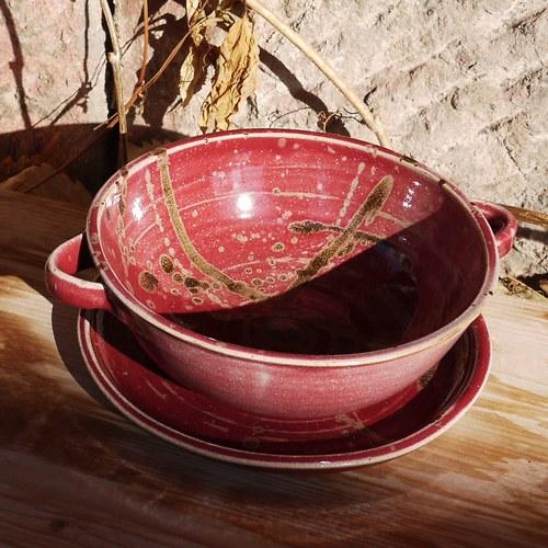 miska Ušatka s podtalířem - V kraji vína Bordeaux