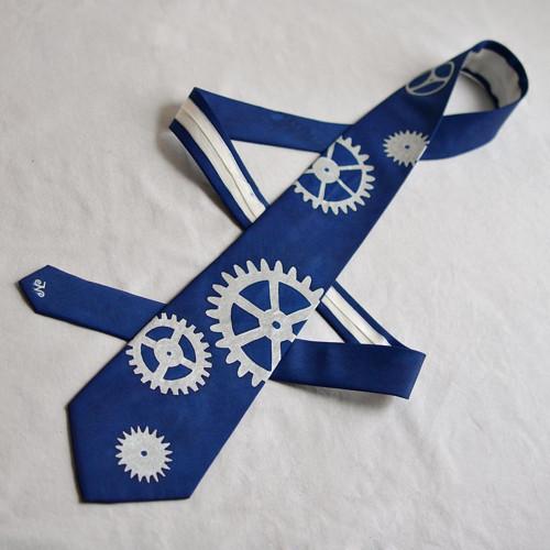 Kravata s ozubenými kolečky - tm. modrá
