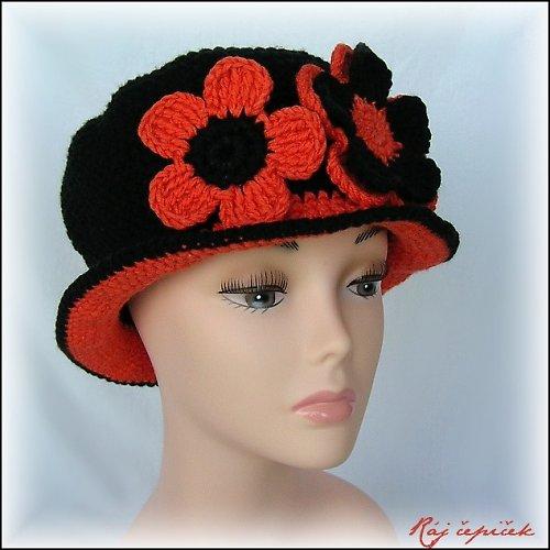 Háčkovaný klobouk černooranžový