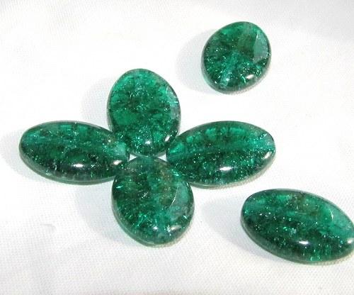 Práskané smaragdové oválky 20x14 mm, 6 ks