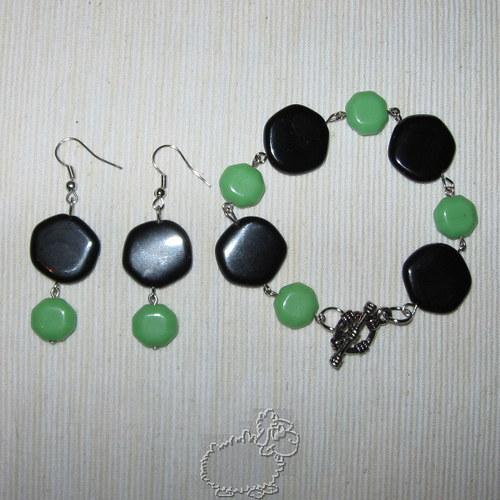 černé placky se zelenou