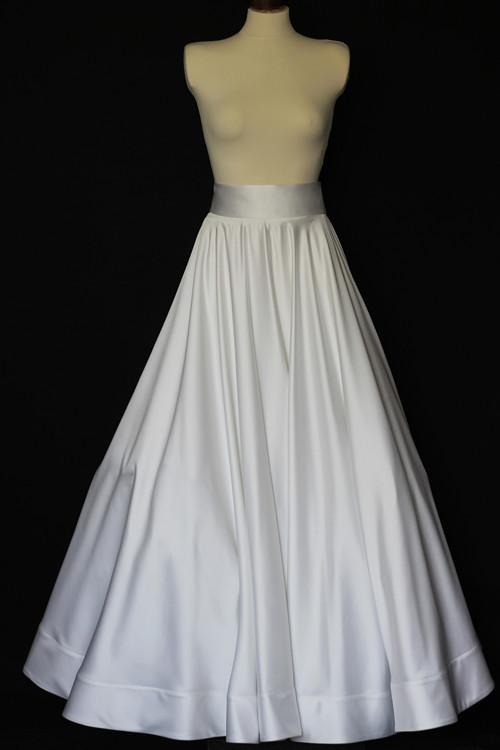 Velká kruhová svatební sukně na míru