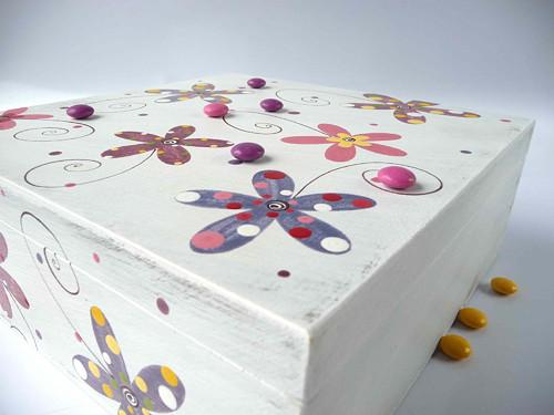 krabice na ponožky - bílá s kytkami