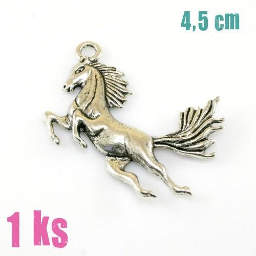 Přívěsek - velký skákající kůň, 1 ks