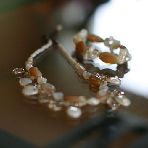 souprava náhrdelníku a náramku béžová