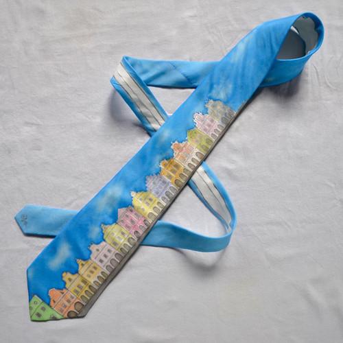 Kravata Telč - azurově modrá s obláčky