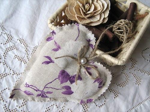 Bílá růže  - dekorační srdíčko