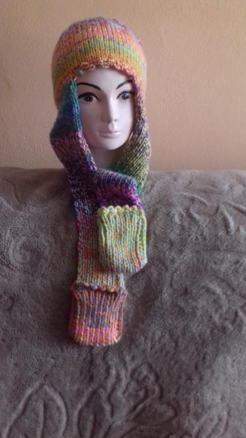 Ručně pletená čepice 2 v 1