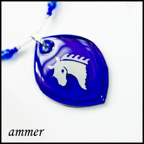 Bílý kůň v modři noci