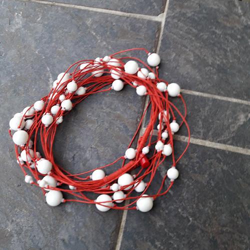 Hravě - bílé s červenou