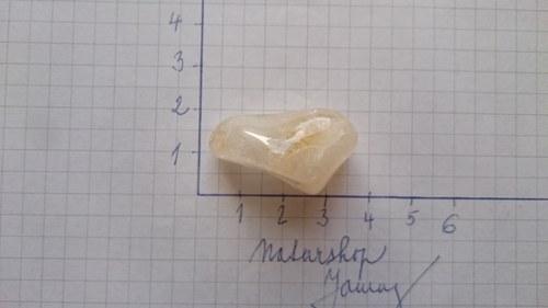 Citrín tromlovaný (2,9x1,6x1,6cm)