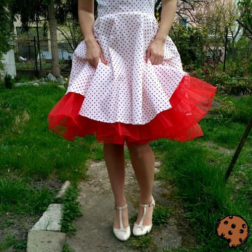 Univerzální retro červená spodnička