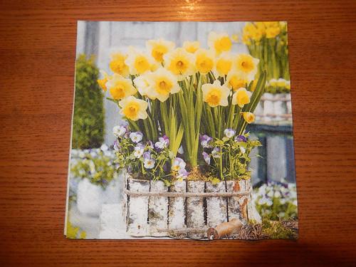 Ubrousek na decoupage - narcisky v květináči