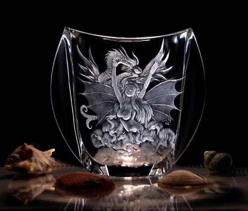 Rytá váza-Dračí žena