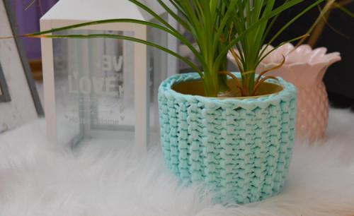 Pletený návlek na květiáč