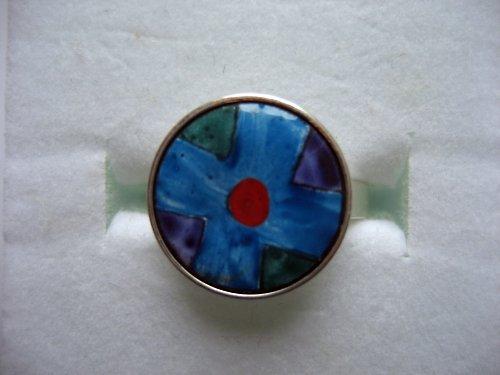 modrý s puntíkem