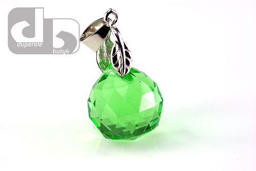 Velká broušená skleněná kapka s očkem - zelená