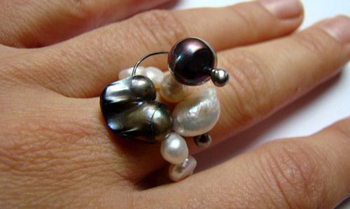 Satelit - modelový prsten ze sladkovodních perel