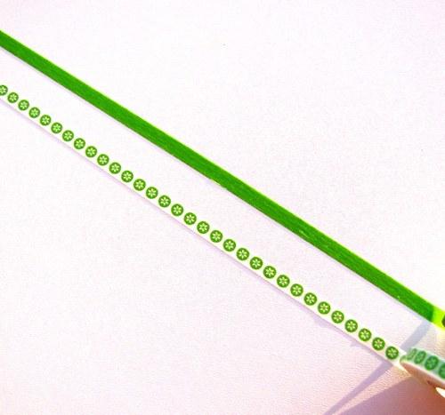 Pásky: Vločky na zelené + zelená (0,5 x 33 cm)