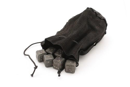 Kované kostky s koženým váčkem