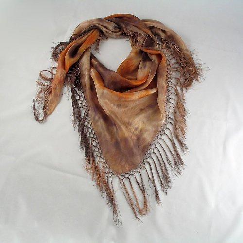 Hnědý batikovaný šátek s třásněmi