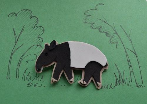 Přišel tapír, že chce papír...