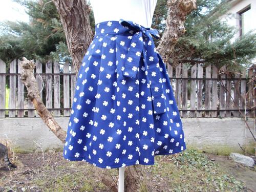 Modrá sukně čtyřlístek