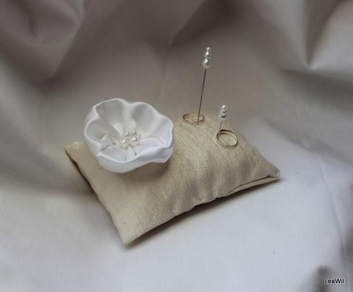 Polštářek pod prstýnky - šampaň + bílý květ