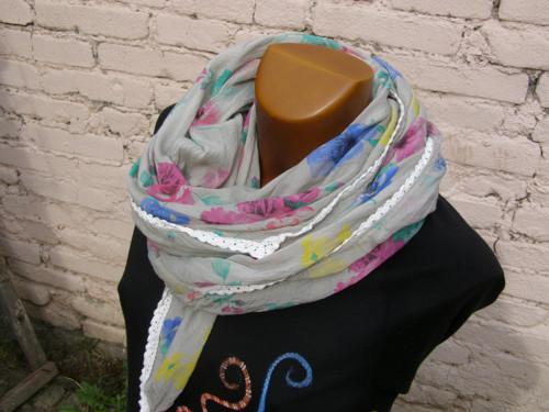 Hedvábný šátek kytičkatý