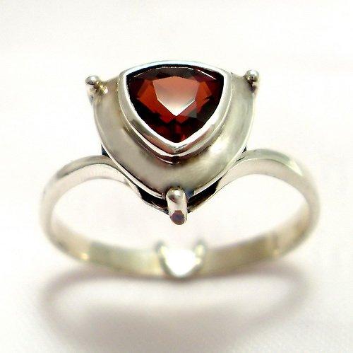 Prsten «Jiskra» - stříbro 925, přírodní granát