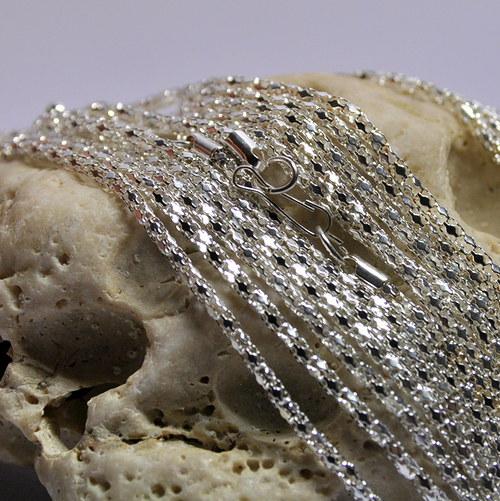 Kulatý ozdobný řetízek 43 cm - stříbrná