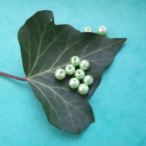 Skleněné perličky 6mm zelinkavé10ks